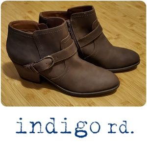 NWOB Indigo Rd faux leather brown booties